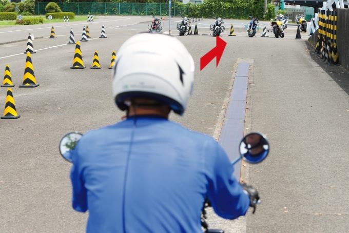 二輪教習の一本橋を渡るときの目線