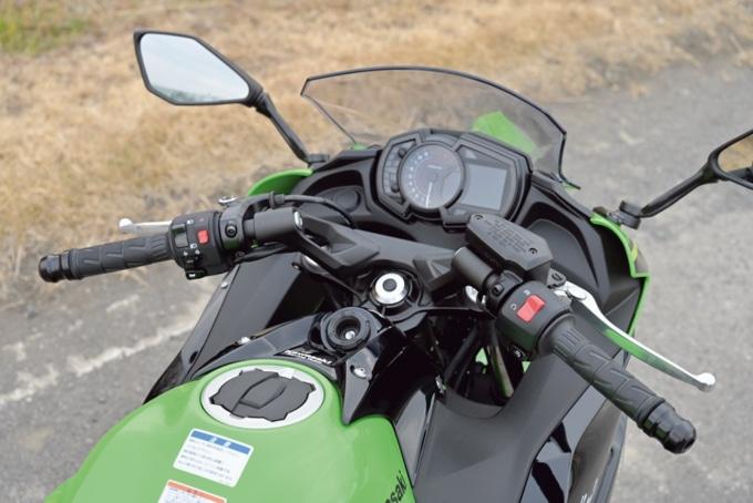 Kawasaki Ninja650 ハンドルまわり