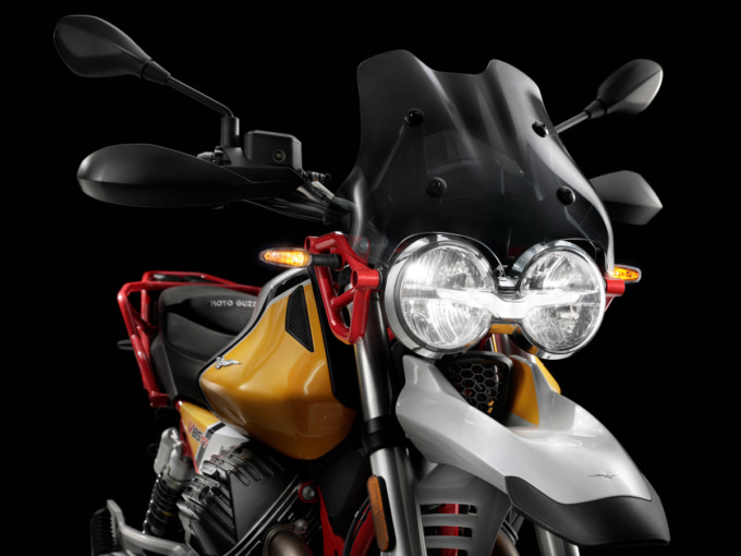 Moto Guzzi V85 TT ヘッドライト周り