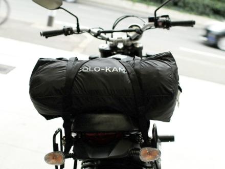 カマボコテントソロULをバイクに積載