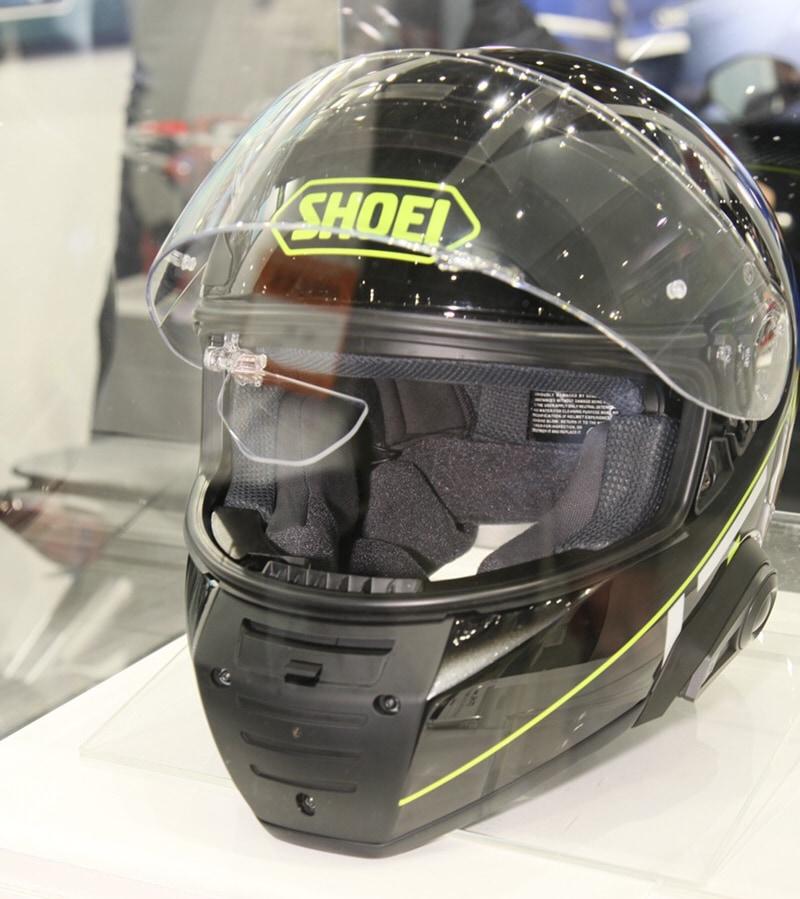 SHOEとNSウエストが共同開発中のスマートヘルメット試作品