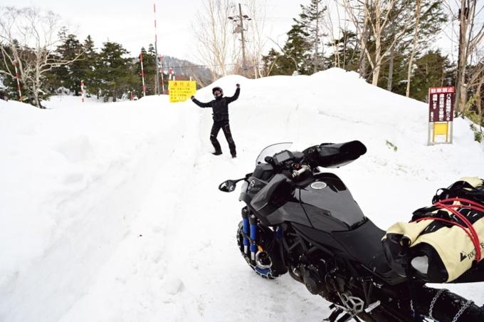 ヤマハのNIKENにタイヤチェーンを装着すれ雪道も走ることができる!