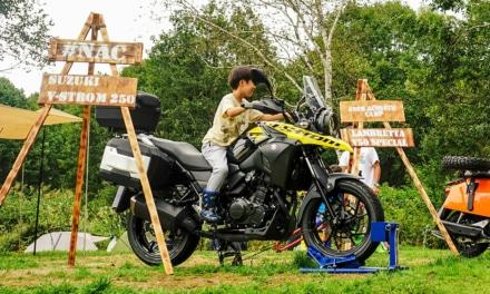 ACO CHiLL CAMP 2019 バイクエリア 展示車両に乗る子供