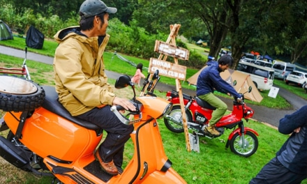 ACO CHiLL CAMP 2019 バイクエリア 展示車両に乗る参加者