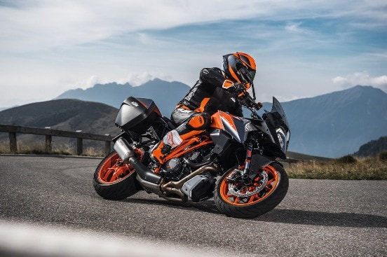 KTM 1290 SUPER DUKE GT(POWERPARTS 装着車)