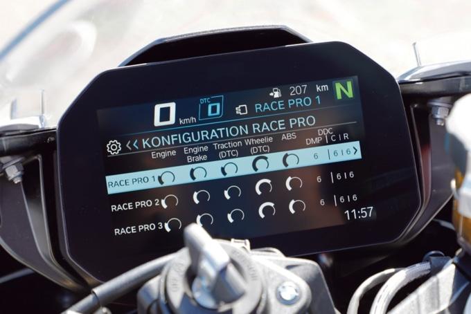 2019年式 BMW S1000RR Mパッケージ プロモードの設定構成を確認する画面