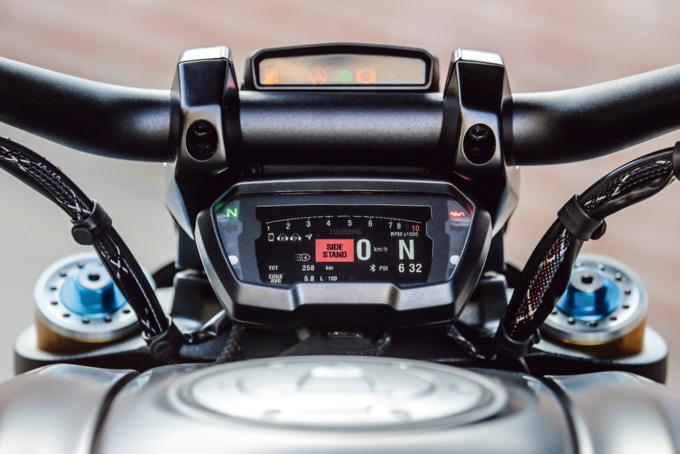 2019年モデル DUCATI DEAVEL1260 S デジタルメーター周り