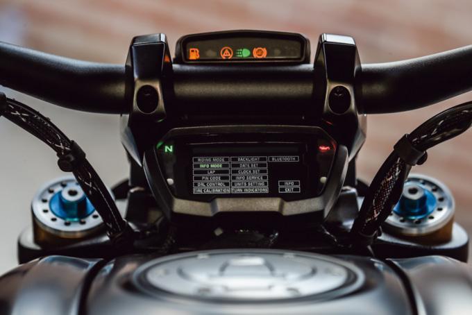 2019年モデル DUCATI DEAVEL1260 Sの様々なステータスを表示可能なメーター