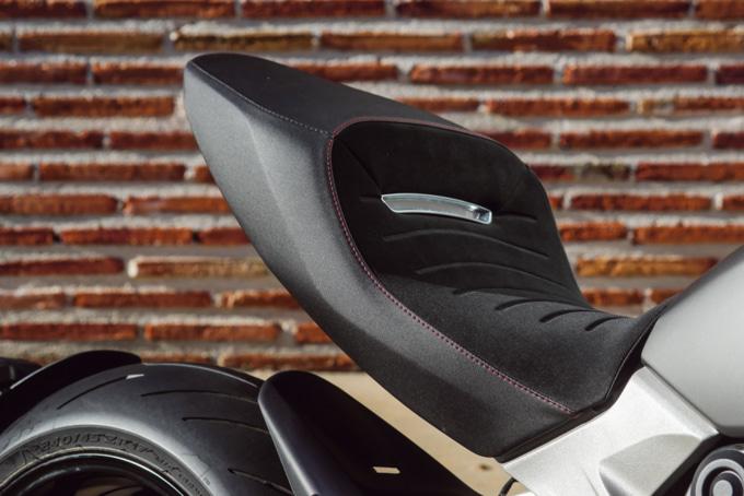 2019年モデル DUCATI DEAVEL1260 S シート