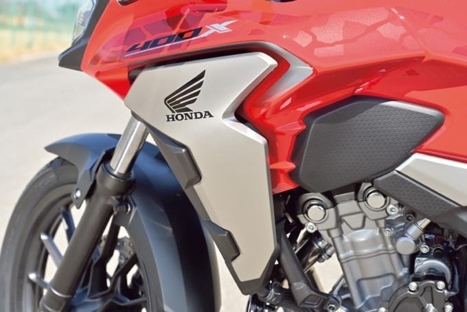 2019年モデル HONDA 400X サイドカバー
