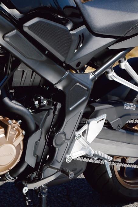 2019年モデル HONDA CB650R ステップ周り