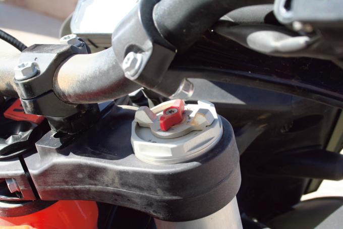 2019年モデル KTM 790アドベンチャーR 倒立フロントフォークのアジャスター