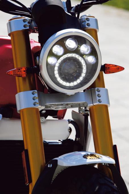 FANTIC CABALLERO SCRAMBLER250 ヘッドライト