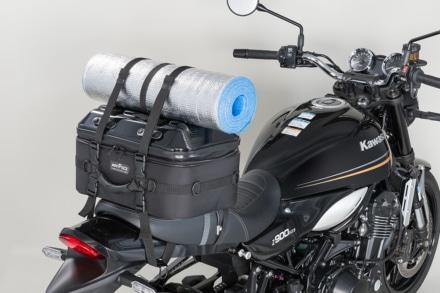 TANAX シートシェルケースはベルトを使えばケース上面に更に積載可能