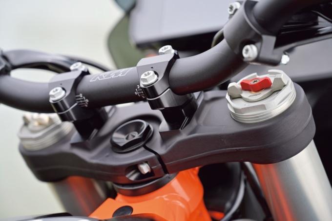KTM 790ADVETURE R ハンドルブラケット