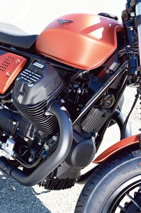 MOTO GUZZI V9 BOBBER SPORT エンジン