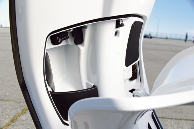 Vespa Primavera S150 ABS フロントボックス