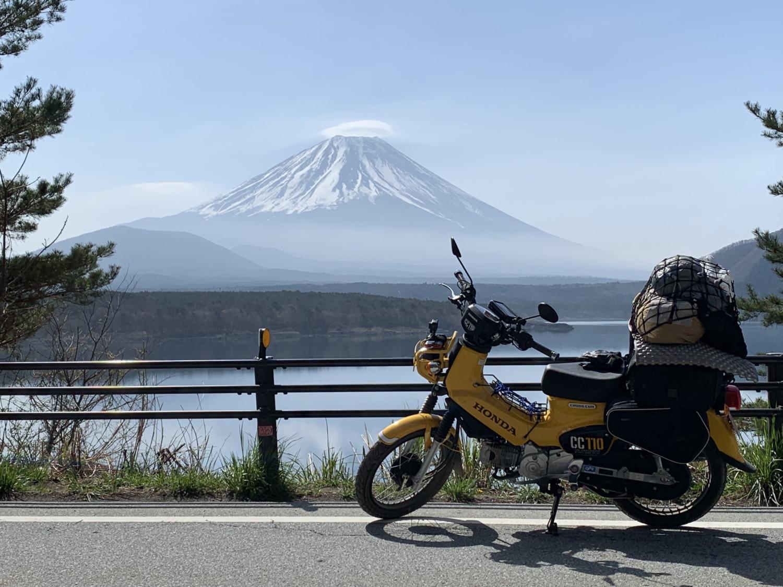 富士山と本栖湖とクロスカブさん