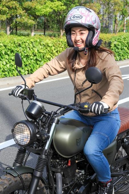 MOTO4 TECH 10W-50の性能の高さに喜ぶ福本優香さん