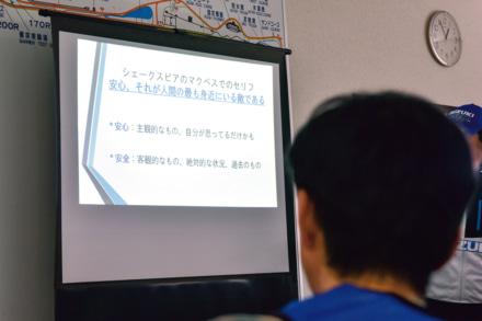 大学教授として活躍する山口直範インストラクターの安全に関する講義