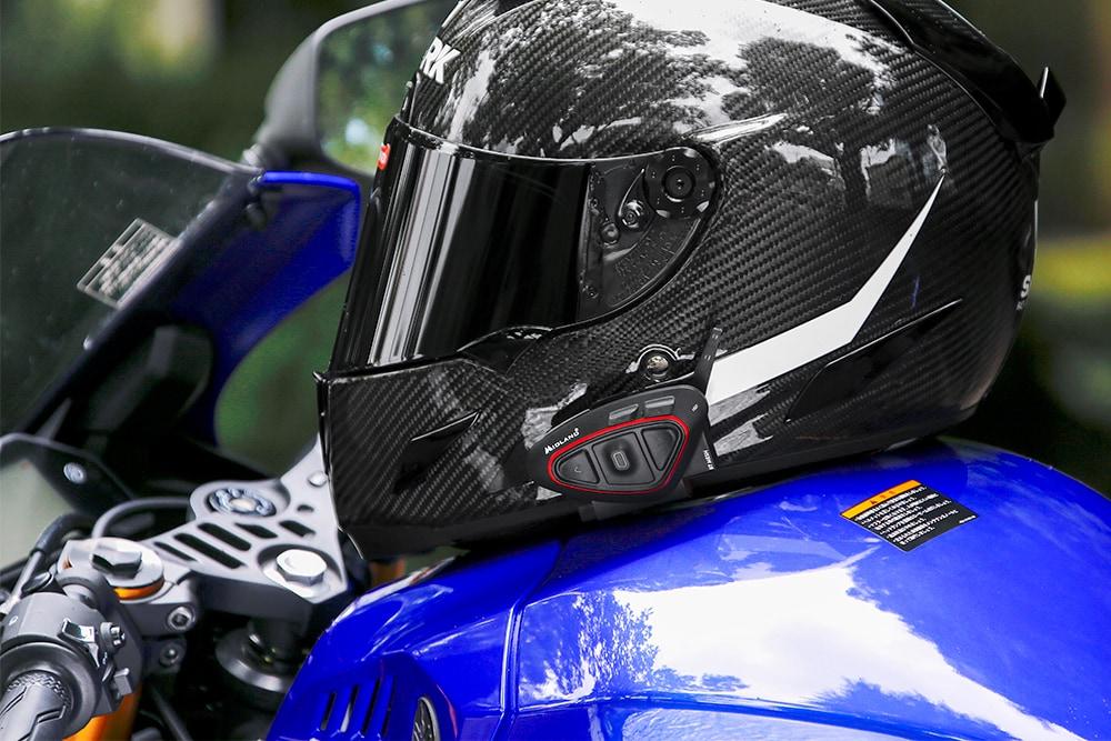 ヘルメットにミッドランド BT MESHを装着