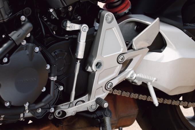 HONDA CB1000R (2BL-SC80) クイックシフター
