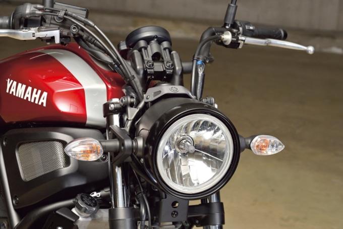 YAMAHA XSR700 (2BL-RM22J) ヘッドライト