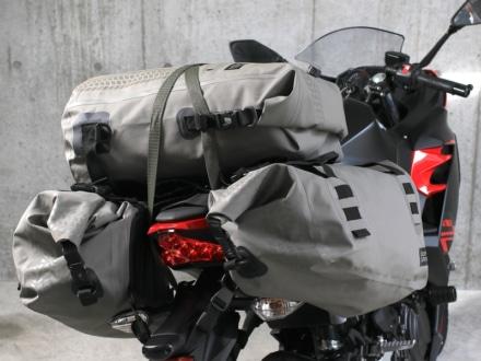 ドッペルギャンガー ターポリンデイバッグとサイドバッグの組み合わせ例