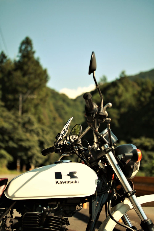 青空と緑とバイク