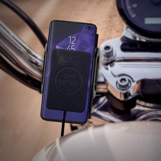 LOFON ワイヤレス防水充電パッド バイクのスマートフォンホルダーに装着した様子
