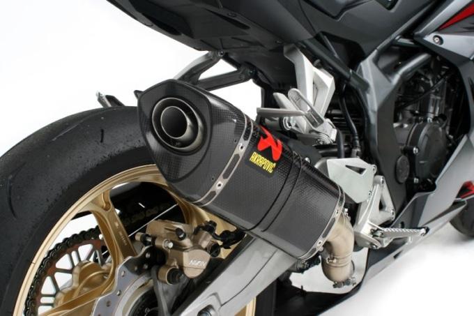 アクラポビッチ CBR250RR用 スリップオンライン 装着イメージ