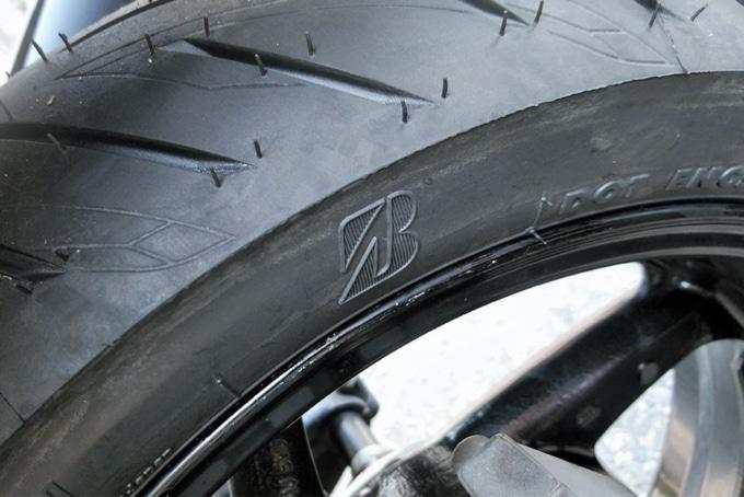 """ブリヂストン BATTLAX SCOOTER SC2のブリヂストンロゴの""""B""""マーク"""