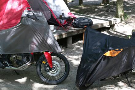 キャンツー先でもバイクを結露や雨から守る!コンパクトな『ツーリングハーフカバー』が登場