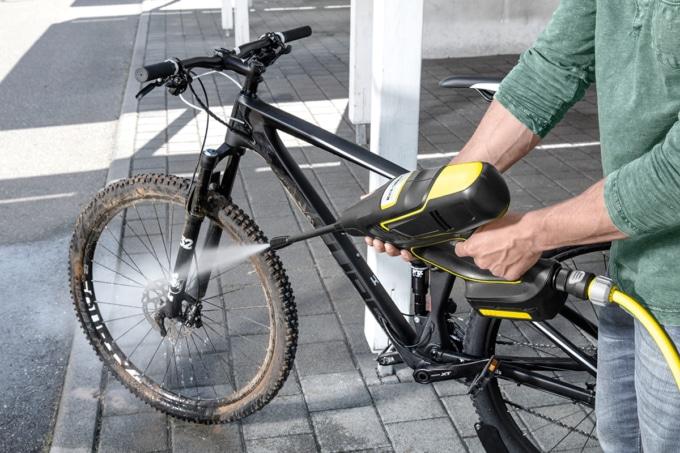 ケルヒャー KHB 5で自転車を洗浄