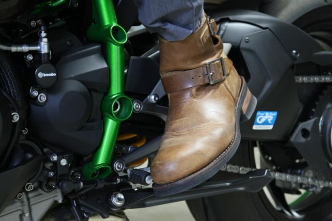 一般的なブーツのシフトチェンジの際の可動域