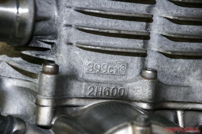399㏄と刻印されたエンジン