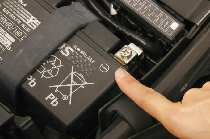 バッテリーのマイナス端子