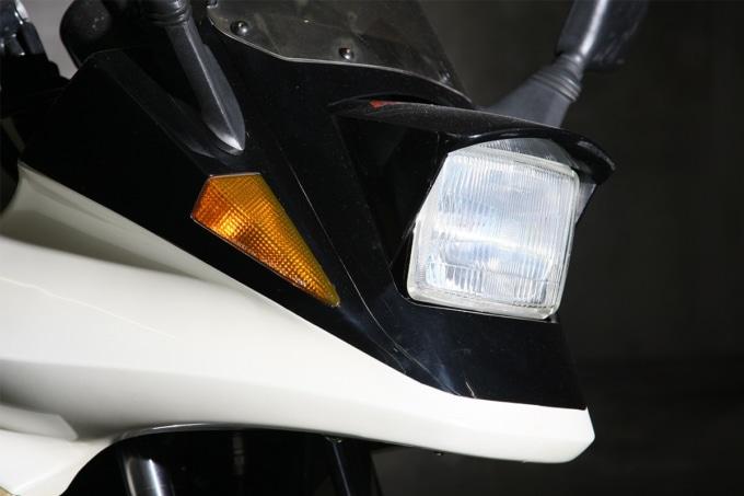 3代めGSX750Sカタナのヘッドライト