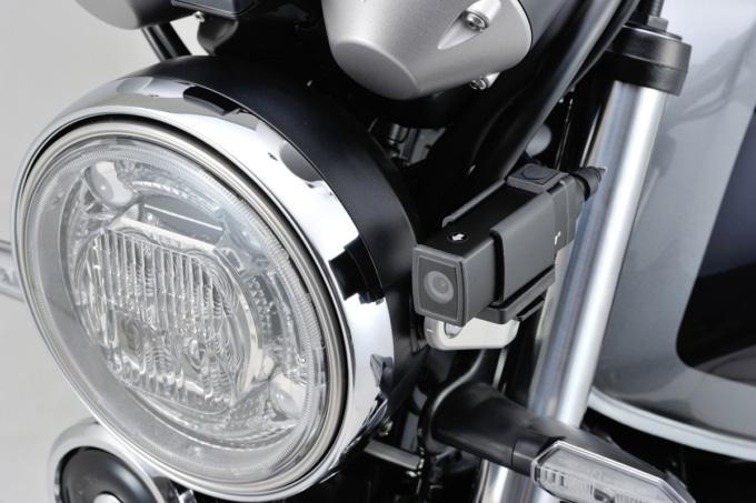 デイトナ ドライブレコーダー DDR-S100 バイクのヘッドライト横に装着した例