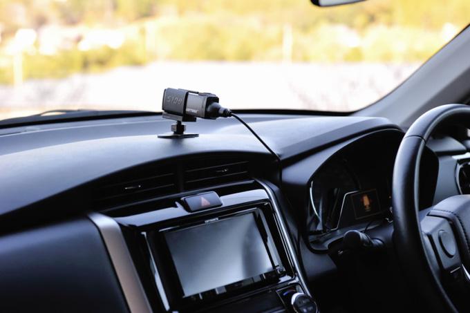 デイトナ ドライブレコーダー DDR-S100 ヘルメットマウントベースを流用して車のダッシュボードに装着した例