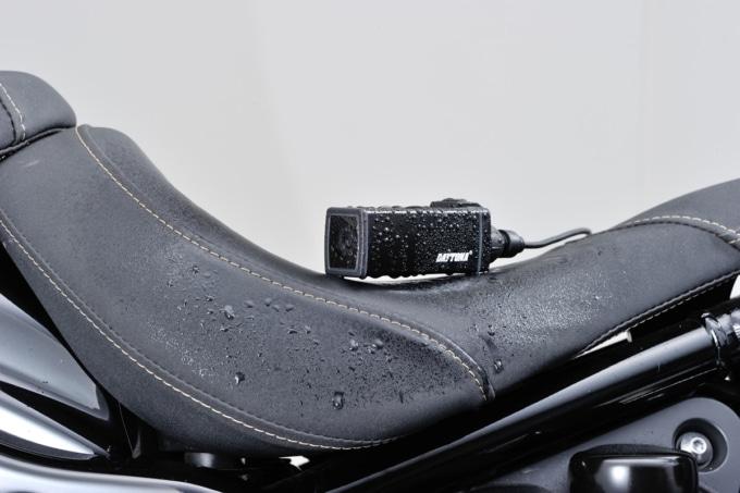 デイトナ ドライブレコーダー DDR-S100に水滴が付いている様子