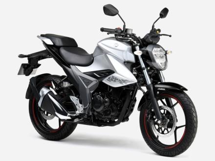 2020年モデル SUZUKI GIXXER(ソニックシルバーメタリック / グラススパークルブラック)7:3ビュー