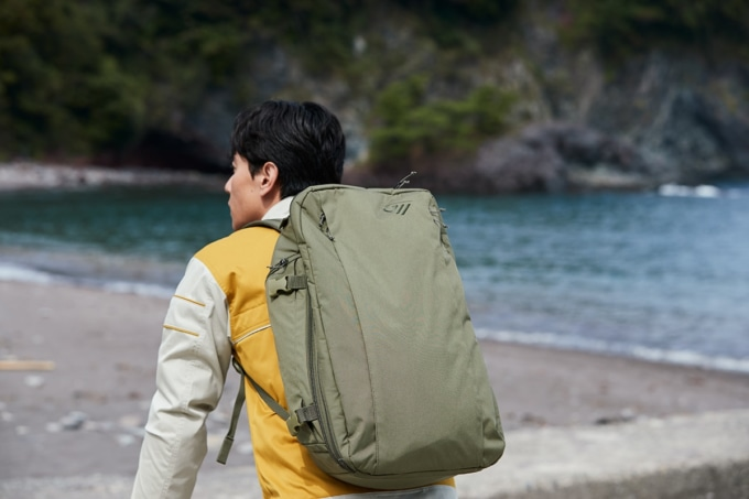GWM X-OVER DAYPACK 30を背負っている様子
