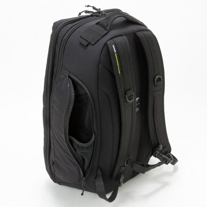 GWM X-OVER DAYPACK 30 バッグサイドの収納ポケット