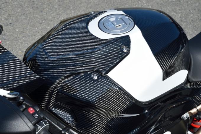 マジカルレーシング BMW S1000RR用カーボンタンクトップカバー