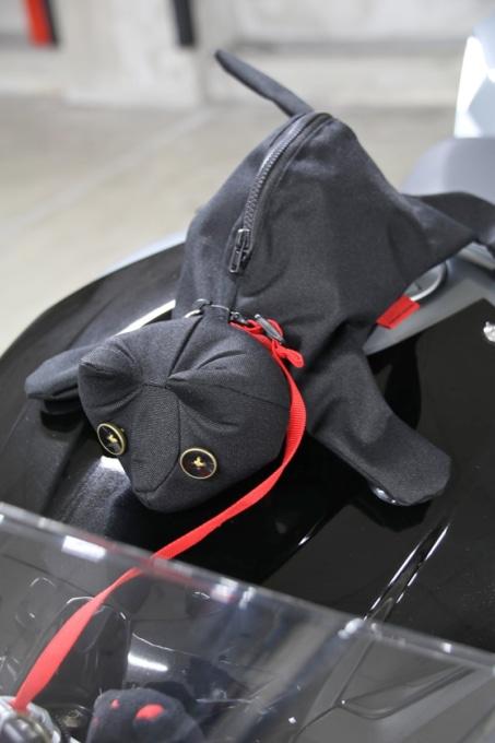 """ネコ型タンクバッグ""""チャペβ"""" 赤いヒモ付属"""