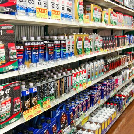 2りんかん車検センターではオイルなど消耗品も豊富なラインナップを用意