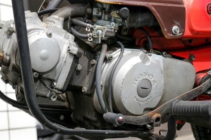 オートボーイ津田沼のリサイクルカブサービスでリフレッシュを依頼するハンターカブのエンジン