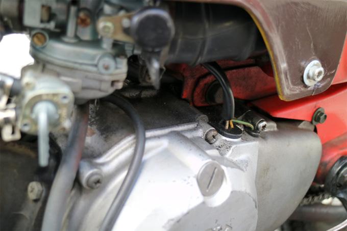 オートボーイ津田沼のリサイクルカブサービスでリフレッシュを依頼するハンターカブのエンジンにつながる電装系