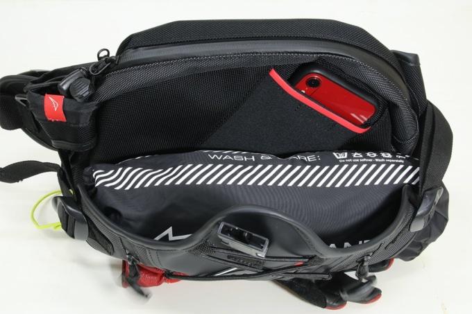 KUSHITANI K-3586 HIP BAGのバッグ内部のポケット